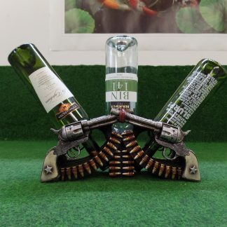 wijnhouder met pistolen van hout bovenkant met fles